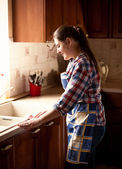 Beautiful woman cleaning kitchen with cloth — Foto Stock