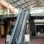 Escalator at shopping mall — Stock Photo #50040247
