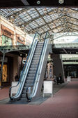Escalator at shopping mall — Foto de Stock