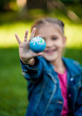 Shot of girl holding Earth in hand — Stock Photo