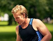 Young Athlete Refreshes Himself with Water — Stock Photo