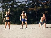 Crossfitting op het strand — Stockfoto
