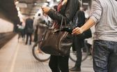 Thief stealing wallet at the subway station — Stock Photo