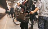 Thief stealing wallet at the subway station — Stock Photo