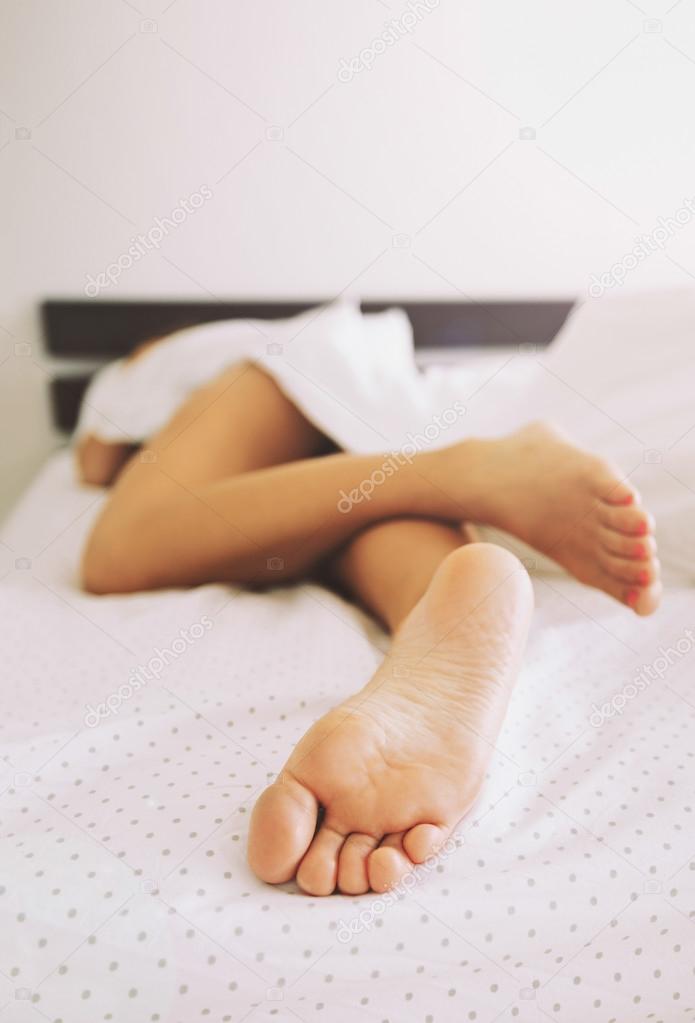 golie-nogi-sonnik