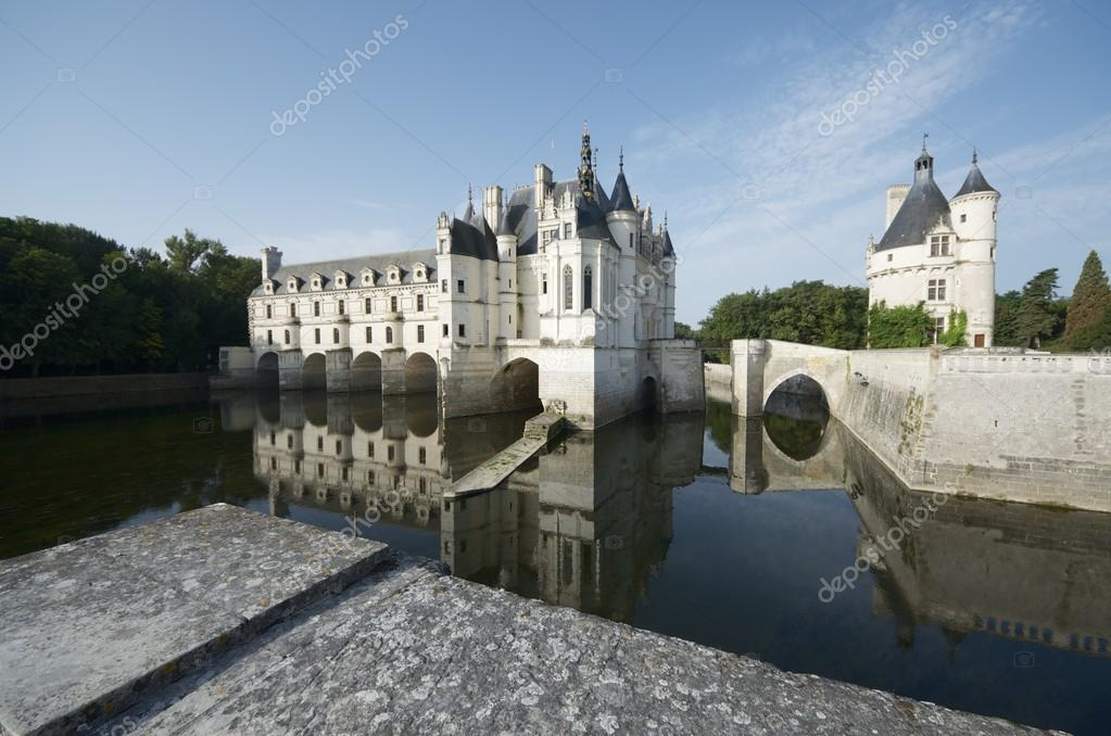 "View of the castle of Chenonceau, Loire Valley, France. Known as ""the castle of the ladies"" was built in 1513 by Katherine Briconnet, houses a collection of valuable paintings. — Stock Photo #14576785"