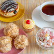 Tea and tasty sweet dessert — Stockfoto
