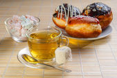 Green tea and sweet dessert — Stockfoto