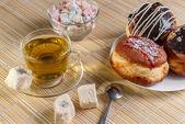 Close-up green tea and sweet dessert — Stock Photo