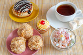 Chá e saborosa sobremesa doce — Fotografia Stock