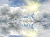 Solen med reflektion i vatten — Stockfoto