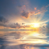 Sunset over sea with reflection in water — Foto de Stock