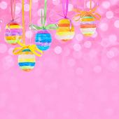 Ostern-bokeh-hintergrund mit eiern — Stockfoto