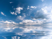 Blue sky with majestic clouds — Stock Photo