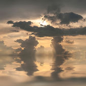 Clouds in blue sky reflection in water — Stock Photo