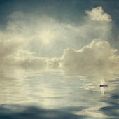 Vintage clouds and sun reflection in water — Stock Photo