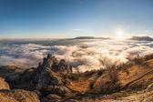 Paisaje de montaña con nubes — Foto de Stock