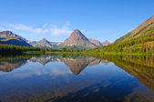 Western lake and Mountains in Early Morning — Stock Photo