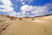 Dunes de sable sur un rivage distant — Photo