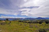 Nuvole lenticolari sulle montagne — Foto Stock