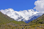 White Peaks Against a Blue Sky — Stock Photo