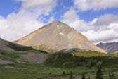Isolated Peak in the Mountains — Stock fotografie