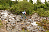 Rock Hopping on a Mountain Stream — Stock Photo