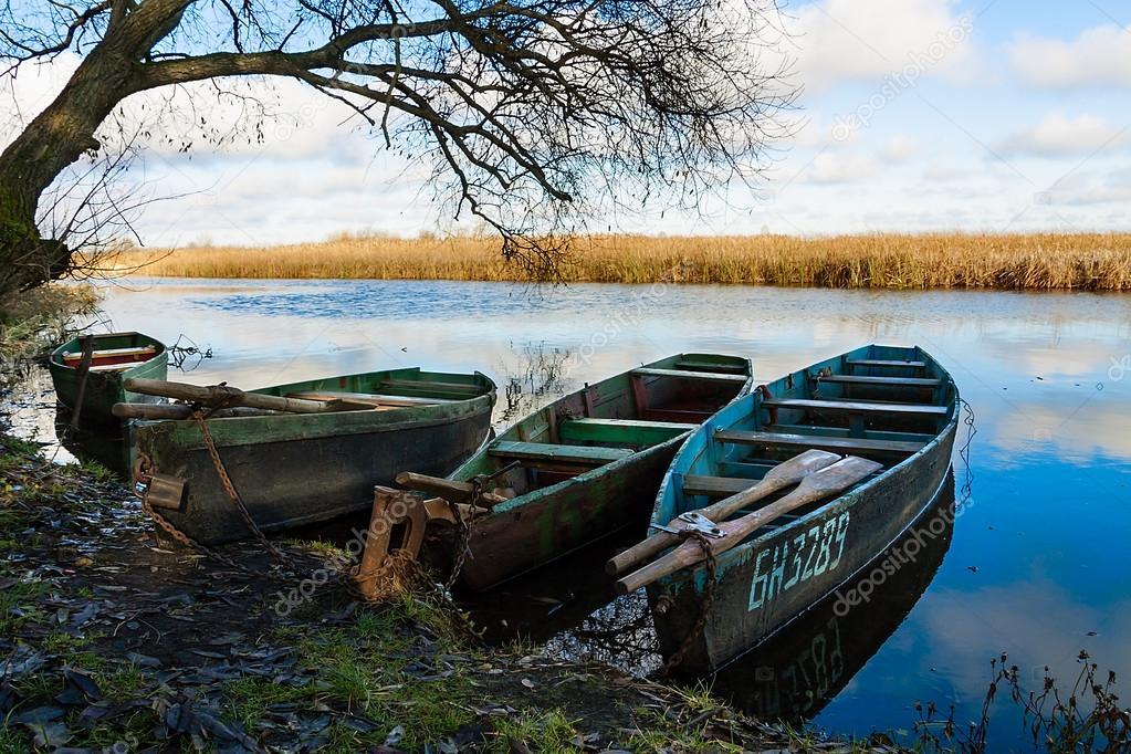ловля поздней осенью с лодки