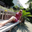 Foto Stock: Girl sitting on bench