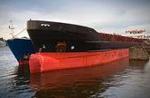 Gruszka dziobowa projekt przedsiębiorca zacumowany statek — Zdjęcie stockowe