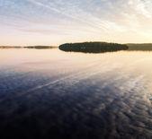 остров в озере сайма, карелия, финляндия — Стоковое фото