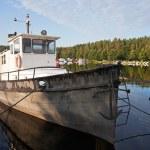fiske båt förtöjd i imatra hamnen — Stockfoto