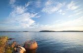 Concrete ligplaats bolder met schepen ketting aan de kust — Stockfoto