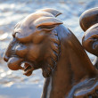 Griffin - bronze winged lion on the University Embankment, St. Petersburg - Foto Stock