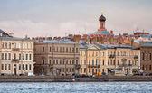 Classical view of city skyline on Neva river — Stock Photo