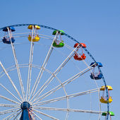 Ferris wheel on a bright sunny day — Stock Photo