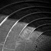 Curved footsteps made of stone with shadow walking across it — Fotografia Stock