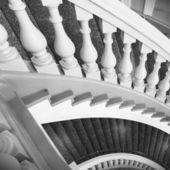 階段手摺付き。抽象的な古典的な建築インテリア — ストック写真