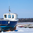Small blue boat on the snowy coast of Baltic Sea in winter — Foto Stock