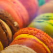 Macro with colorful macaroons in the box. Macro photo with shallow depth of field — Stockfoto