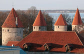 Row of fortress towers with red roofs in old Tallinn, Estonia — Stock Photo