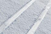 Makro z běžeckých lyžařských stop v čerstvém sněhu — Stock fotografie
