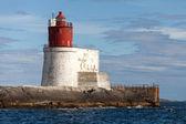 Gjeslingene. Norwegian Lighthouse with White Base and Red Tower on Rocky Island — Stock Photo