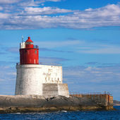 Gjeslingene. Norwegian Lighthouse with White Base and Red Tower on Rocky Island — Stock Photo