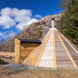 Small wooden free for use camping house in Norway — Stock Photo