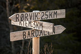 Wooden Road sign with villages names in Norway — Stock Photo