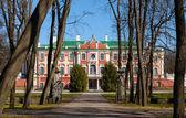 Kadriorg park with trees and palace facade. Tallinn, Estonia — Stock Photo