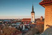 Brzy na jaře ranní panorama starých tallinn, estonsko — Stock fotografie