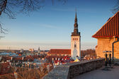 Early spring morning on popular viewpoint in old town of Tallinn, Estonia — Stock Photo