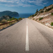 Dividing line on the coastal mountain highway in Montenegro — Stock Photo